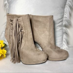 Bucco Capensis fringe suede booties taupe